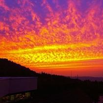 【ホテル周辺(秋)】澄み切った空気が、秋の夕暮れをいっそう美しく見せます。