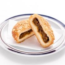 【ランチ】数量限定!サクサクカレーパン<ゲレンデ内:レストハウス オリオン(冬季限定)>