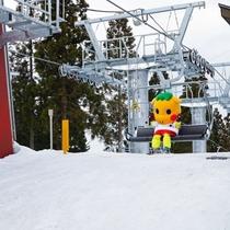 【ぐりぐり×スキー場】ちょっぴり大きな「ぐりぐり」も、4人乗りクワッドリフトならゆったり座れます♪