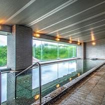 【<東館>展望露天温泉(7F)】ゲレンデ側の「大浴場」。男女露天風呂と男女サウナ付き。