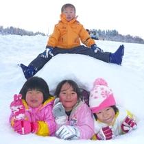 【キッズパーク】たっぷりの雪を使って、みんなで楽しく雪あそび♪