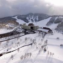【外観<冬>】雪深い津南の冬。降雪が多いため、3月まで良質な雪でウィンタースポーツが楽しめます。