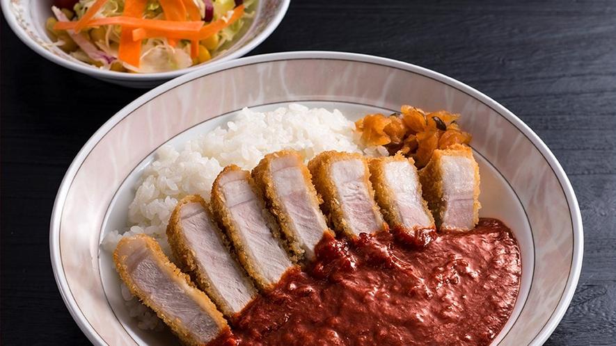 【ランチ】辛口!赤いソースの津南ジオカツカレー<本館1F:軽食堂すばる>