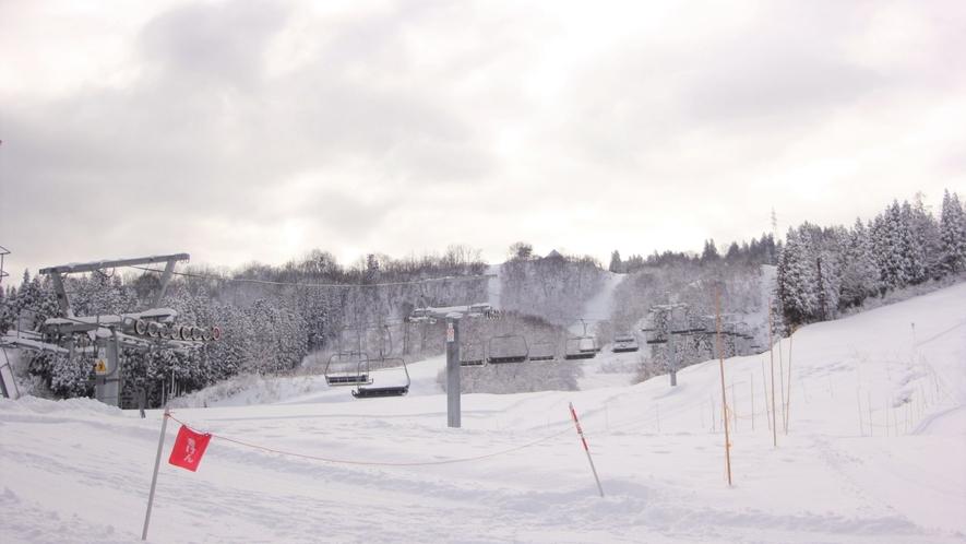 【スキー場】<リフト>3つのリフトが、ゲレンデの各ポイントをつなぎます。