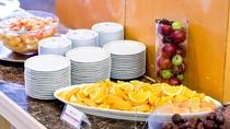 【朝食】<バイキング>デザートには新鮮なフルーツ等もご用意しております。