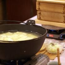 【朝食】<バイキング>豆腐や焼き魚、蒸し物やお漬物など、和食派の方にも嬉しい献立です。