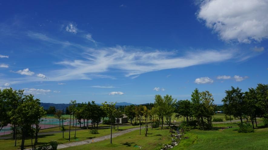 【ホテル周辺(夏)】空気が澄んでいるので遠くまで見渡せます。