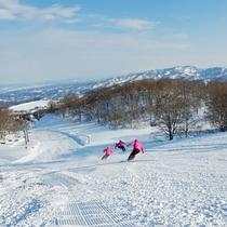 【スキー場】スキーと共に、眼下に広がる河岸段丘の絶景もお楽しみください。