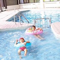 【【屋内プール(金・土・日)】冬でも利用可能な温水プール!雨や雪が降っても気にせず遊べますよ♪