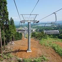 【夏山リフト・スカイウォーカー】リフトで上って10分ほど歩けば、2017年新設の展望台もあります。