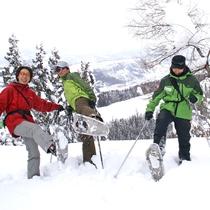 *【スノーシュー】ふかふかの雪の上をトレッキング!初めて方でも気軽に楽しめる人気の体験です。