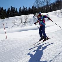【スキー場】広いコース幅で混みあう事が少ないため、のびのびと自分のペースで滑る事ができます。