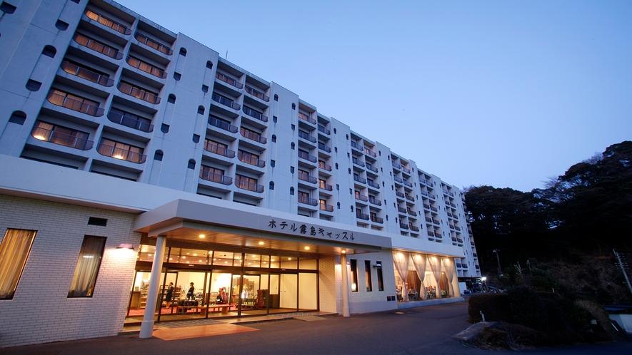 ホテル外観(夜)