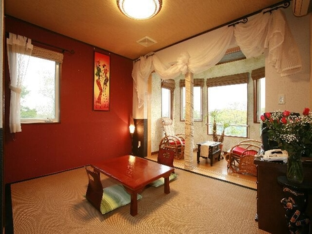 サファリパーク一望のサンルーム付き和室。