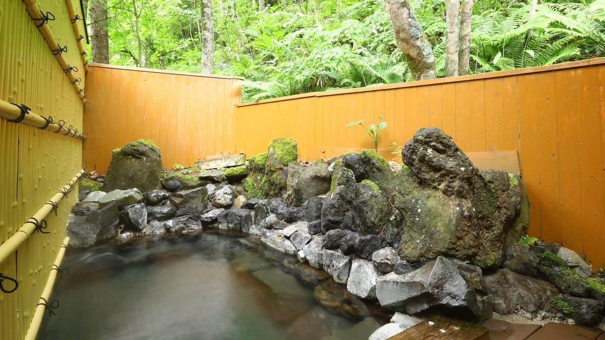 【男湯露天風呂】大自然に囲まれた温泉で疲れを癒してください