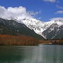■【秋の上高地】雪をかぶりはじめた山々