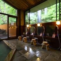 ■【男湯内風呂】大きな窓のある開放的な内風呂