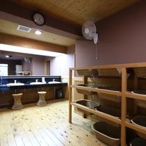 ■落ち着いた雰囲気の大浴場脱衣室