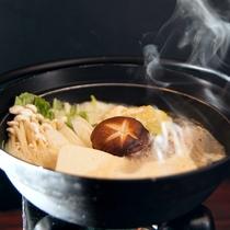 ■【懐石料理の一品】小鍋です。ほっこり温まり、体に優しい一品です。