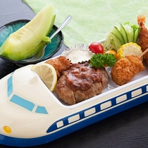 ■【お子様ランチ一例】かわいいお皿に子供も大喜び♪