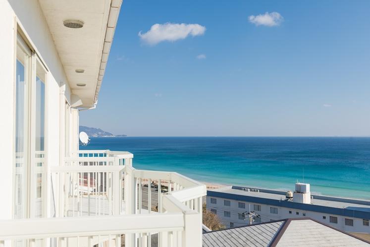 2Fツインルームのテラスより望む白浜の海
