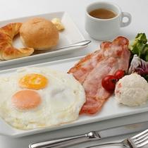 ■ご朝食:洋食■素材と調理法にこだわった卵料理はふわふわのパンも魅力のひとつ