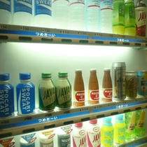 ■ドリンク自販機■各階にございます。ビールもソフトドリンクも通常価格で。
