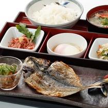 ■ご朝食:和食■ふっくらした鰺は一度食べると離れられない?人気No.1メニューです