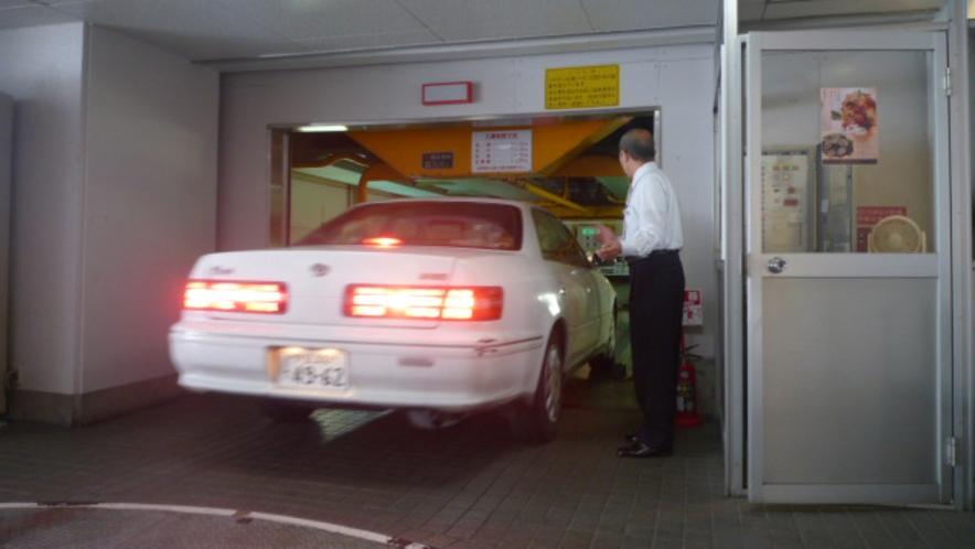 ■立体駐車場■女性でも安心。スタッフが丁寧に誘導致します。