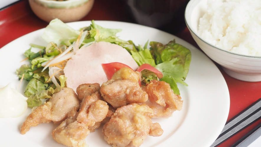 ■日替わり朝食(火曜日)■鶏唐揚げ定食