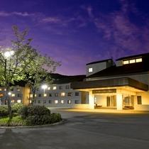 ホテル外観(夏・夜)