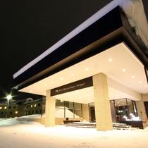 ホテル外観(冬・夜)