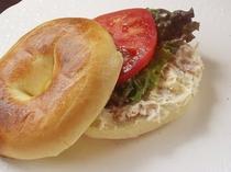 朝食ベーグルパンの一例