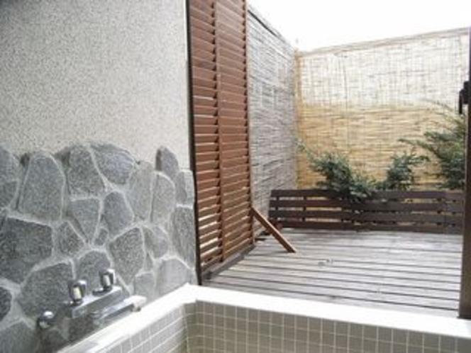 露天風外風呂〜浴槽から外を