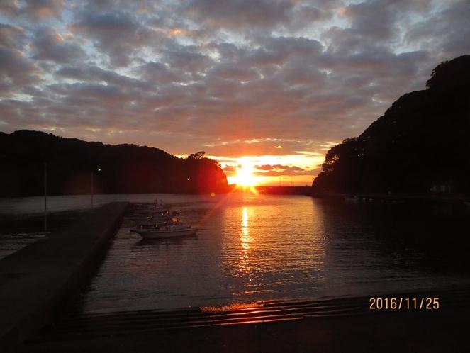 小稲海岸より朝日