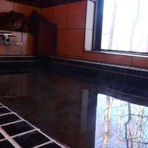 【天然温泉のヒノキ展望風呂】窓を開ければ露天風呂気分♪