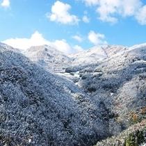 冬の祖谷の山々