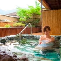 露天風呂付き客室での湯浴み