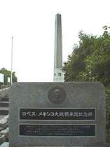 記念塔正面