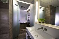 S シグネチャー スタジオのバスルーム
