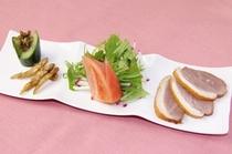 自家製フキ味噌と鴨のスモークサラダ