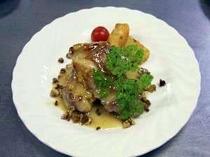 鶏モモ肉のクルミ入りマーマレードソース