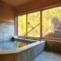 秋の貸切風呂 沢桔梗