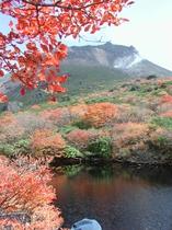 那須岳 秋 ひょうたん池からの那須岳