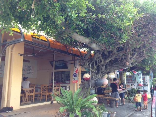 島内 沖縄料理、駄菓子までパーラマイム