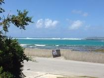 宿南側の風景(満潮時)干潮時は磯辺になります砂浜は右側