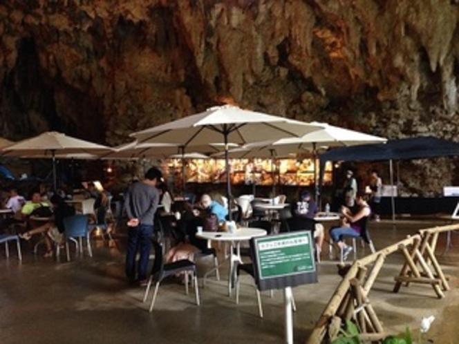 宿から車で約7分ガンガラーの谷内ケープカフェコンサートや有名人も訪れます
