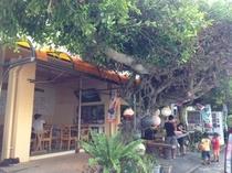島内 沖縄料理、駄菓子までパーラ―マイム