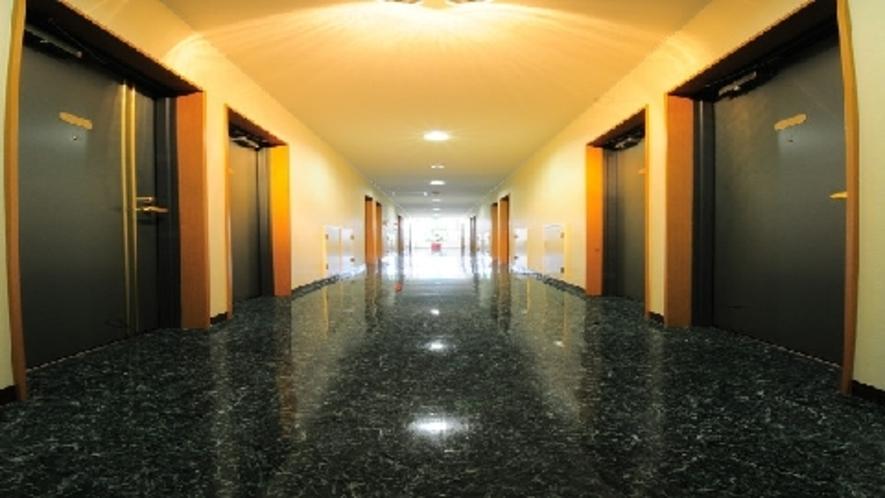 *3F廊下(夜)