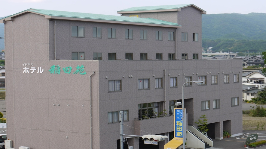 *ホテル全景(5階建)
